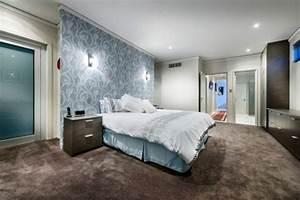 Chatsworth haus prasentiert lebhafte rote akzente und for Balkon teppich mit tapeten schlafzimmer braun