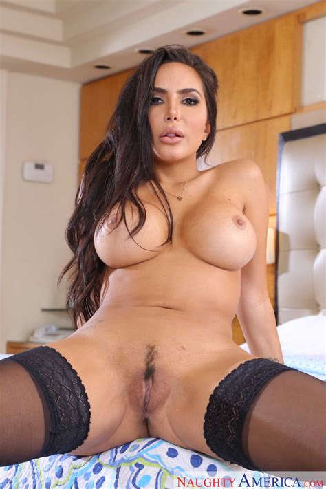 gorgeous brunette has amazing ass photos lela star