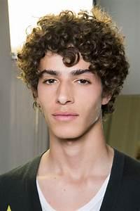 Coiffure Homme Cheveux Bouclés : coiffure pour homme boucl e printemps t 2017 ces ~ Melissatoandfro.com Idées de Décoration