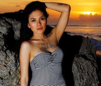 Celebrity Info World Hot Nikita Mirzani Topless Photos
