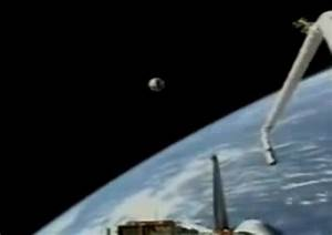 NASA Footage shows irrefutable proof of UFOs entering and ...