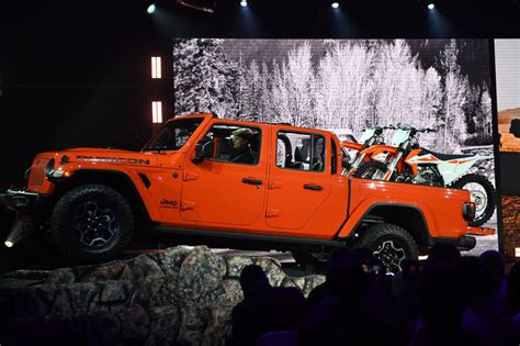 jeep introduces gladiator pickup truck  lineup news