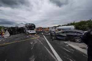 Autoroute A13 Accident : les mureaux carambolage sur l 39 a13 entre la normandie et paris le chauffeur du camion est mort ~ Medecine-chirurgie-esthetiques.com Avis de Voitures