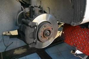 Quand Changer Ses Plaquettes De Frein : comment changer les plaquettes de frein de sa voiture autos post ~ Gottalentnigeria.com Avis de Voitures