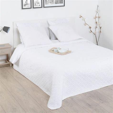 boutis et taies d oreiller 220 x 240 cm rosace blanc couvre lit boutis eminza