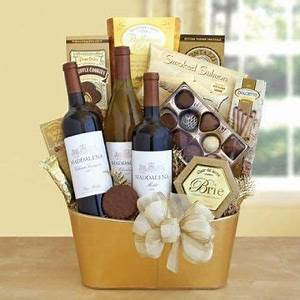 Best 25 Gift baskets ideas on Pinterest