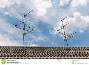 Auf Dem Dach : fernsehantennen auf dem dach lizenzfreies stockbild bild 24334186 ~ Frokenaadalensverden.com Haus und Dekorationen