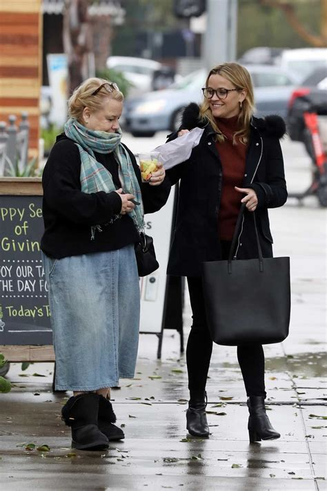 reese witherspoon      mom  brentwood