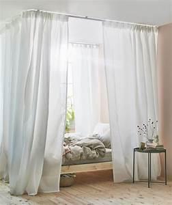 Bett An Der Decke : du h ttest es gerne sehr bequem mit gardinen und einer gardinenschiene an der decke machst du ~ Frokenaadalensverden.com Haus und Dekorationen