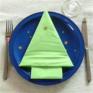 Tannenbaum Aus Serviette Falten : anleitung zum falten von servietten tannenbaum zu weihnachten ~ Lizthompson.info Haus und Dekorationen