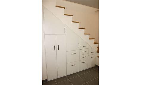 profondeur placard cuisine stunning bel intgration duun placard sous un escalier dans