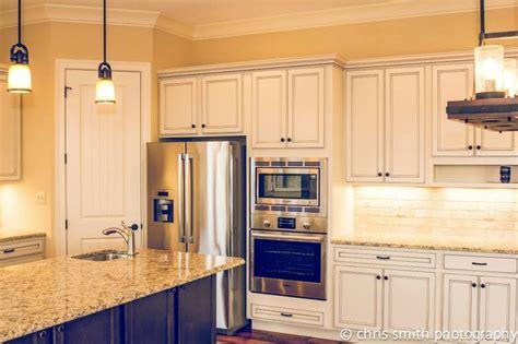 white kitchen cabinet images die besten 25 homecrest cabinets ideen auf 1341