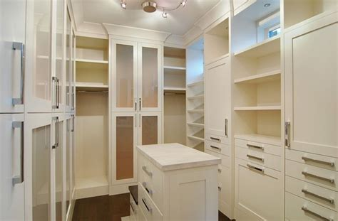 closet island design ideas