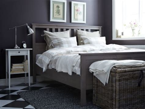 A Trunk Or Chest At The Foot Of The Bed, Like Byholma, Is