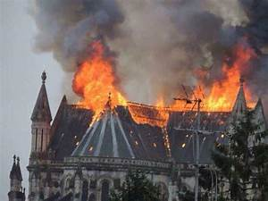 Fire destroys roof of Nantes, France, basilica - UPI.com