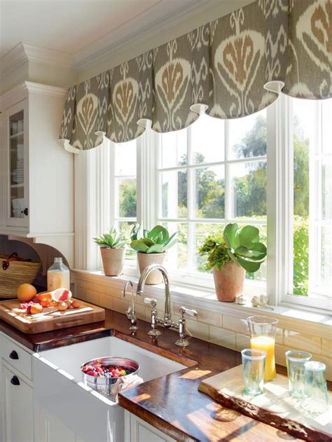 Valance Ideas by 25 Best Ideas About Kitchen Window Valances On