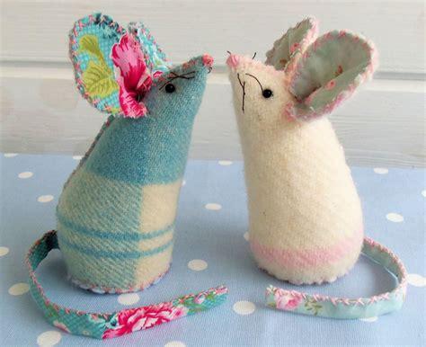 pin cushion mice     pin cushions sewing