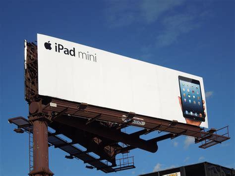 5 Examples Of Minimal Billboard Advertising