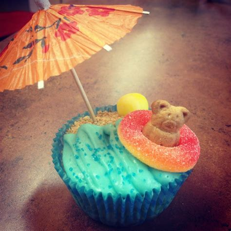 cupcake themes 25 best ideas about beach themed cupcakes on pinterest beach cupcakes summer themed cupcakes