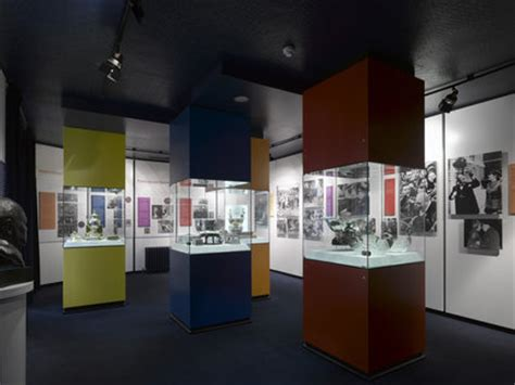 museum room  display cabinets  gifts