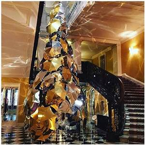 CLARIDGE'S BURBERRY CHRISTMAS TREE | Beauty And The Dirt