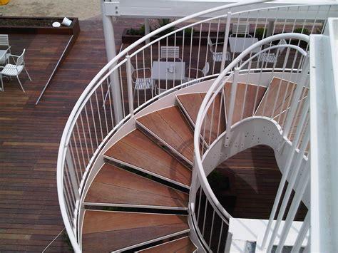 ringhiera in legno per esterni scale in legno scale per l esterno scale per esterni e