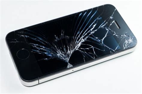 iphone broken screen how to replace or repair your broken iphone screen