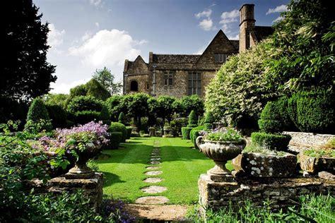 37 Lovely Modern English Country Garden Design Ideas