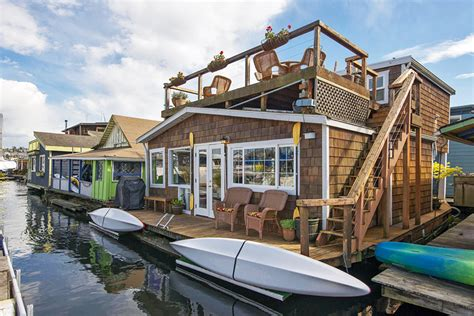 Houseboats Chicago by Start Summer Right In One Of These 5 Houseboats