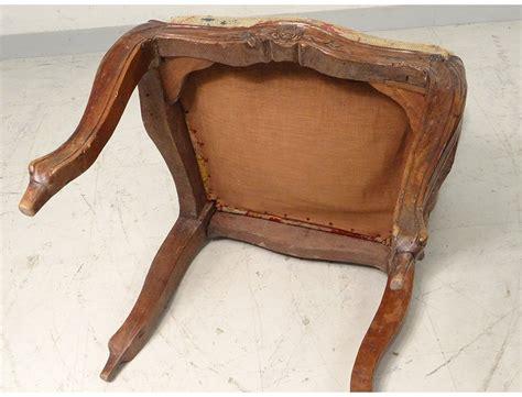 chaise à châssis louis xv noyer sculpté tapisserie fleurs