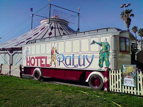 chambre d hotes troglodyte cirque raluy hébergement insolite itinérant