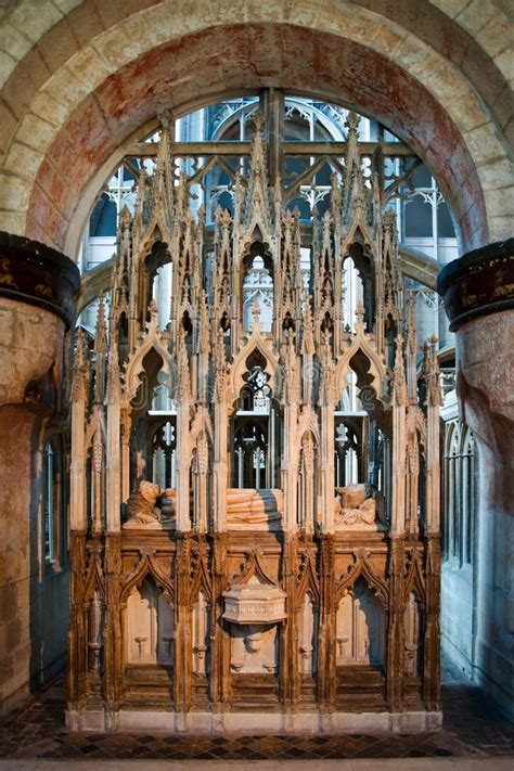 tomb  king edward ii  gloucester cathedral