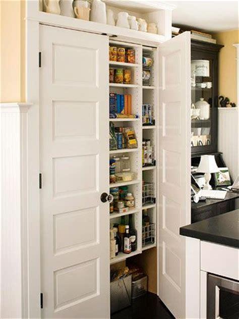 savvy ways  store food  doors   pantry