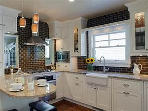 Ceramic tile backsplashes pictures ideas tips from for What kind of paint to use on kitchen cabinets for dramatic wall art