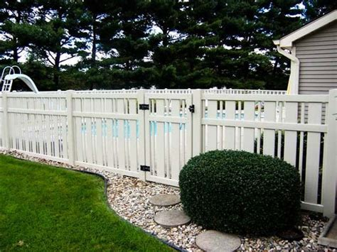 vinyl fencing ideas 25 best ideas about vinyl fencing on pinterest white vinyl fence vinyl privacy fence and