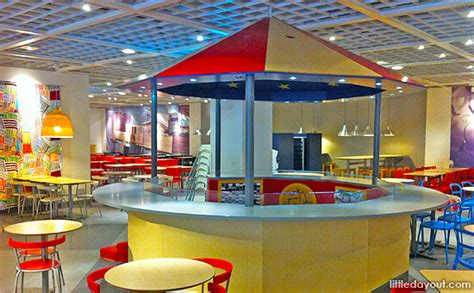 family friendly dining with indoor playscapes for kids