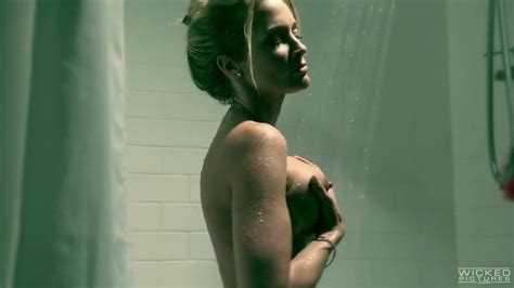 Perfect Blonde MILF Jessica Drake Masturbates In Shower Before Sleep