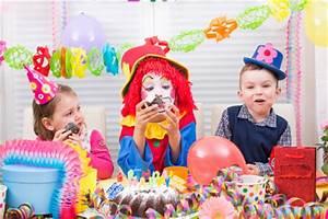 Spiele Für Feiern : kindergeburtstag feiern planung und vorbereitung eines geburtstags f r kinder einladungen ~ Frokenaadalensverden.com Haus und Dekorationen