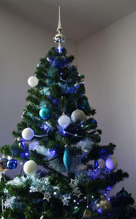 decoration sapin de noel bleu et argent