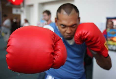Street Fighter cosplay #8 -- Balrog punching