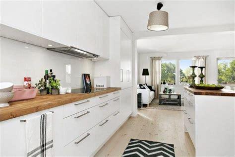 cuisine blanche et bois clair cuisine blanche et bois idées pour la maison