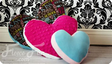 Heart Pillow Tutorial And Free Pattern ♥ Fleece Fun