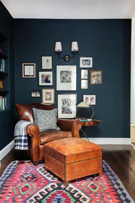 canapé velours baroque 17 meilleures idées à propos de murs bleu foncé sur