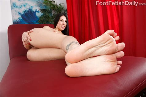 Brunette With Big Hot Tits And Ass Loves Feet Worship Hot