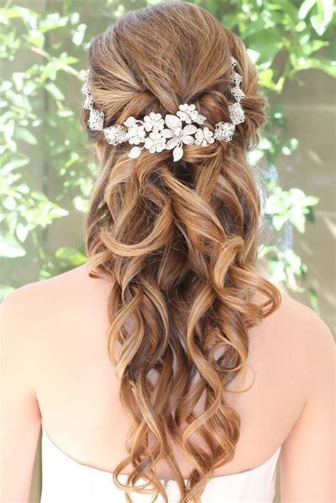 10 Flower Crown Hairstyles for Any Bride Flower crown