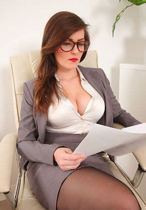 Naked Hot Girl Secretary Pictures