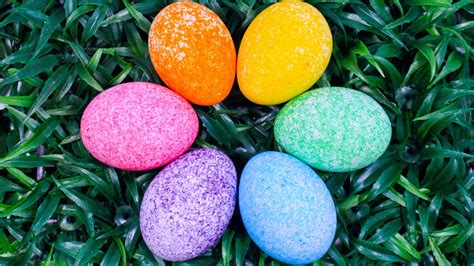 how to color easter eggs how to color easter egg with rice grains coloring easter