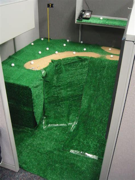 mini golf de bureau 30 creative april fools office pranks damn cool pictures