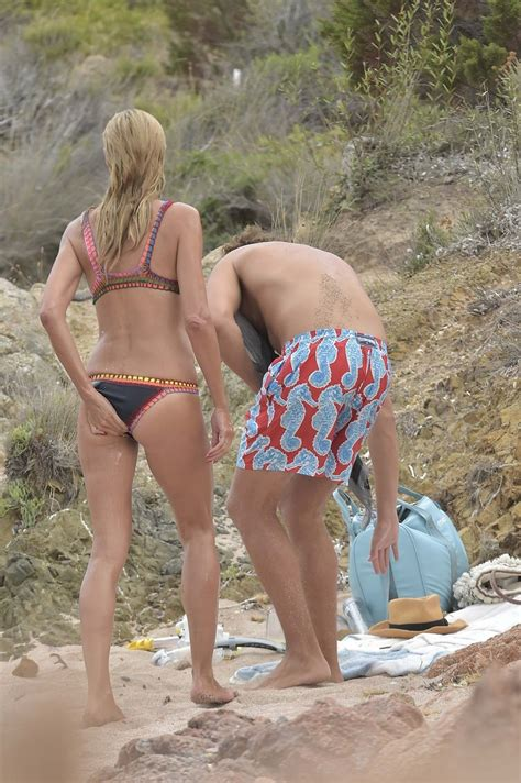 Heidi Klum In Bikini At Beach In Italy Sawfirst Hot