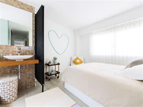 compacte slaapkamer inrichten slaapkamer suite met open badkamer en compacte inloopkast